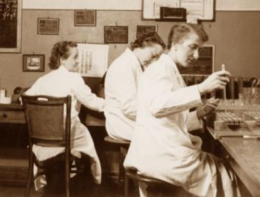 Women conducting syphilis research RIV 1950