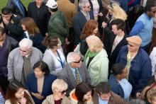 Een menigte; mensen die zich dicht op elkaar bevinden, kunnen makkelijk infectieziekten verspreiden